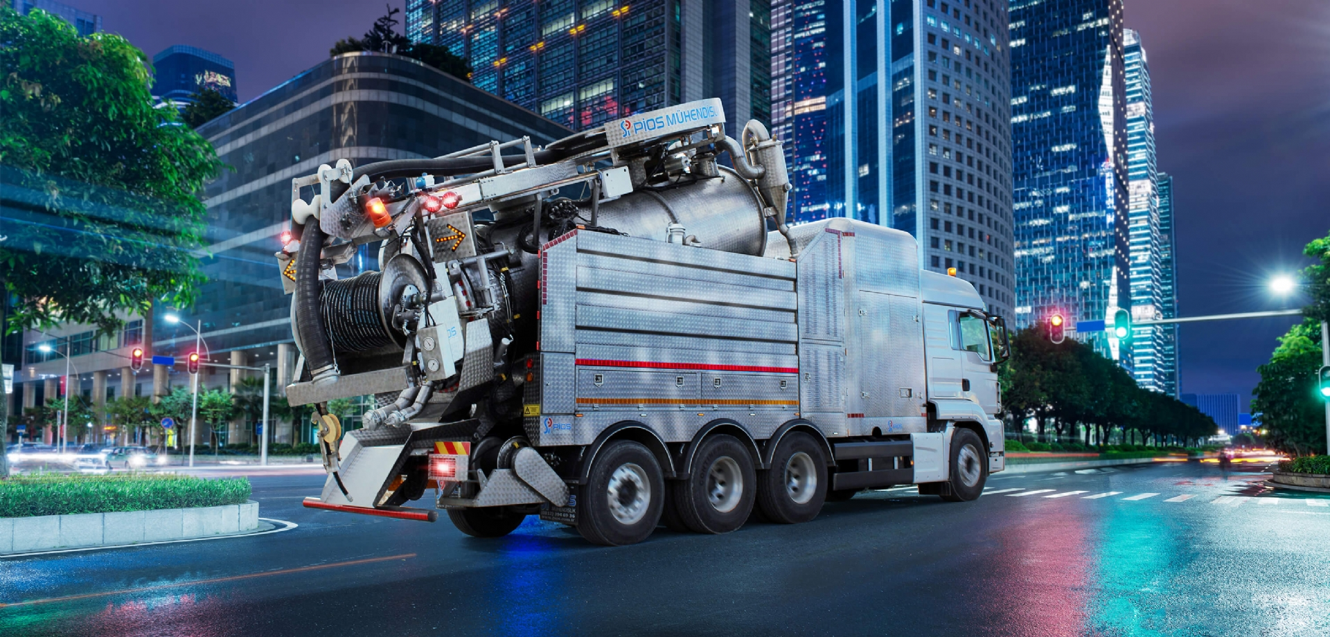 XX-LARGE COMBINATION SEWER CLEANING TRUCK