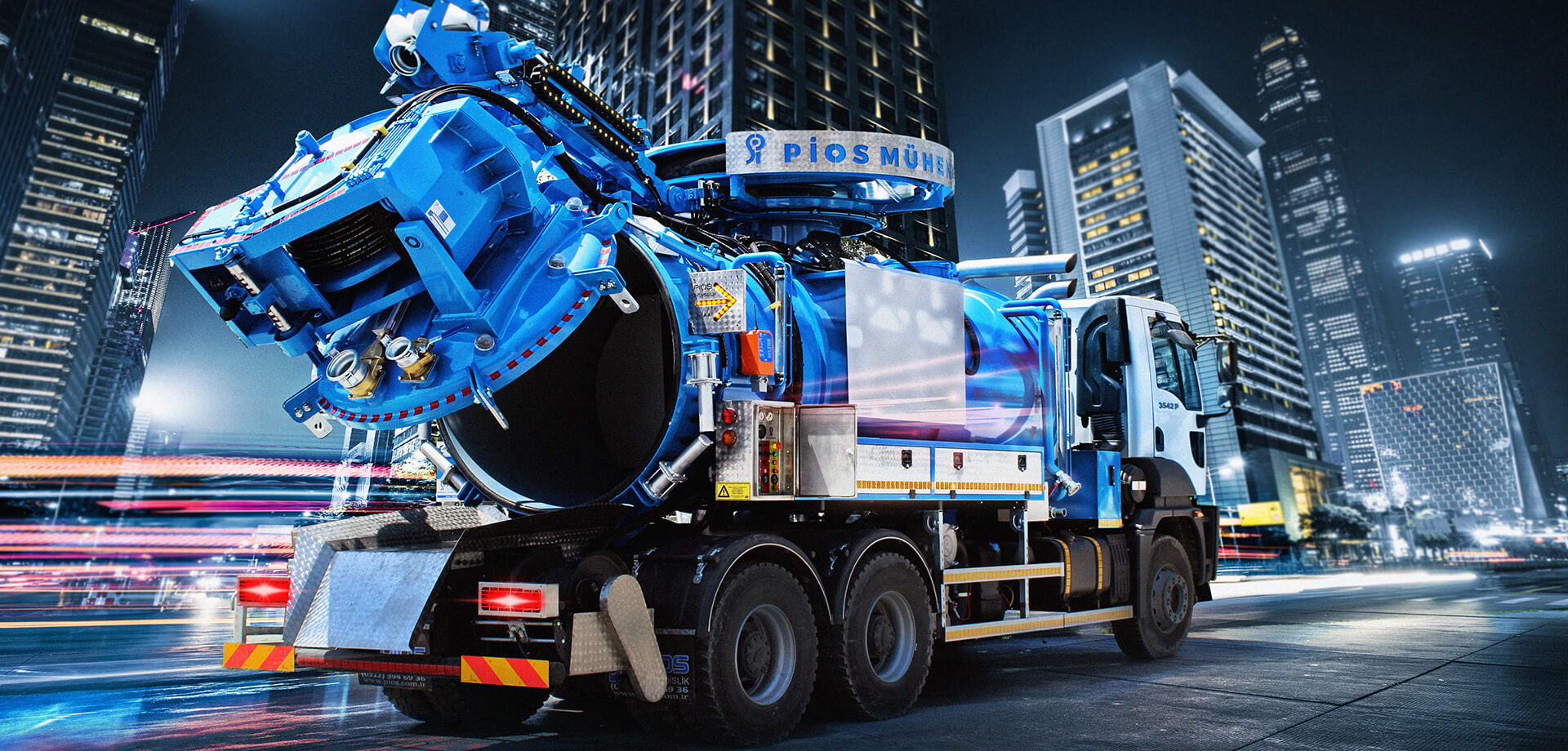 X-LARGE COMBINATION SEWER CLEANING TRUCK